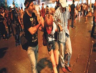 مخالفان ضد جنگ در ترکیه به خیابان ها ریختند/ بازداشت ۲۵ تن از معترضین توسط پلیس