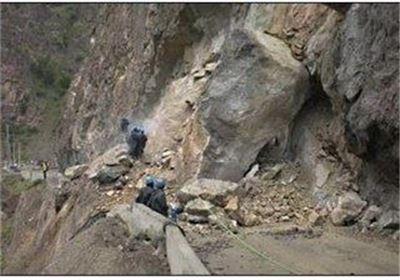 محور تهم- چورزق به دلیل ریزش کوه همچنان مسدود است