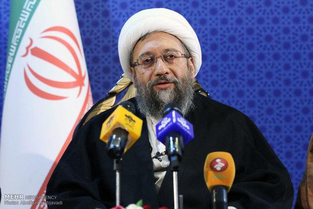 آیت الله آملی لاریجانی: ضرورت رعایت اخلاق حرفهای قضا/ تیم هسته ای باید حمایت شود