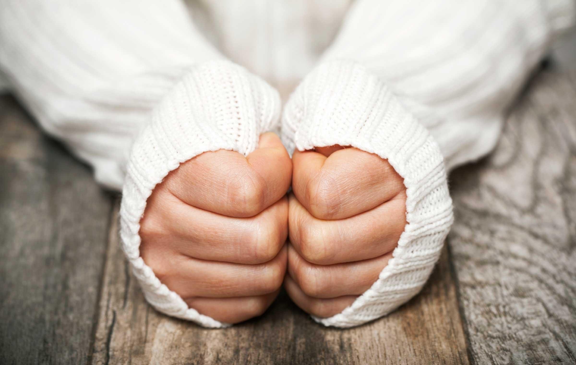 دلایل احساس سردی در بدن/ چه کنیم سردمان نشود؟