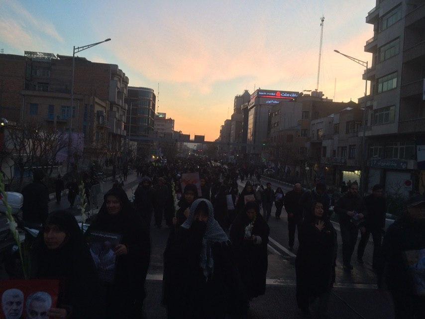 خروش میلیونی منتقمین در خیابان های تهران/ پیکر شهید سپهبد قاسم سلیمانی وارد دانشگاه تهران شد + تصاویر