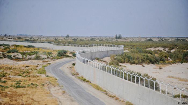 هزاران هکتار زمین کشاورزی پشت دیوار مرزی جا ماند/ هیچ، سهم مرزنشینان از صادرات دولتی در جنوب شرق کشور