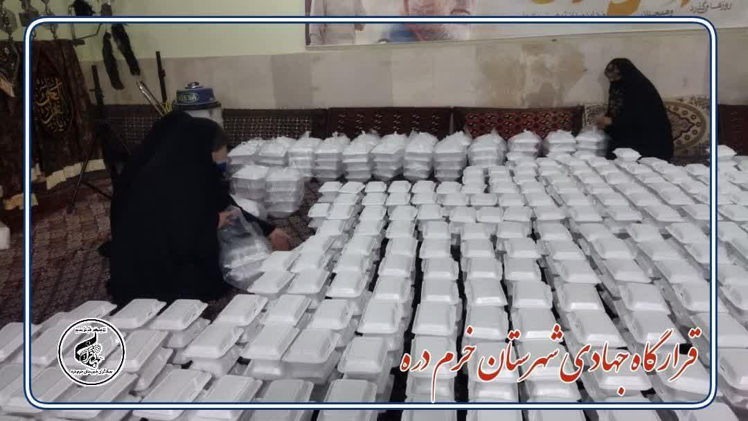 طبخ و توزیع ۳۰۰۰پرس غذای گرم توسط قرارگاه جهادی شهرستان خرمدره